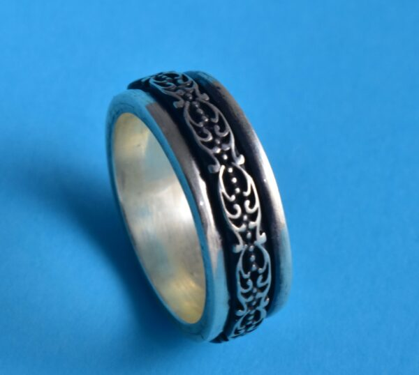 Silver Floral Fidget Motif Themed Spinner Band Ring.